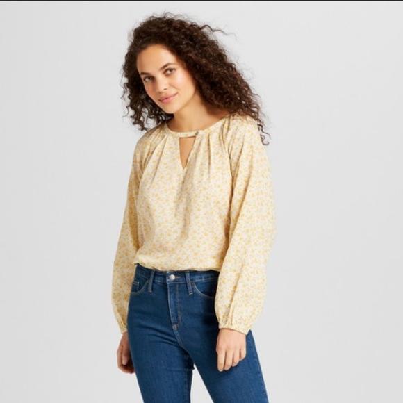 701bc4bfaca79b Universal Thread Yellow Floral Shirt Top. M_5bd093a28ad2f946643143a7